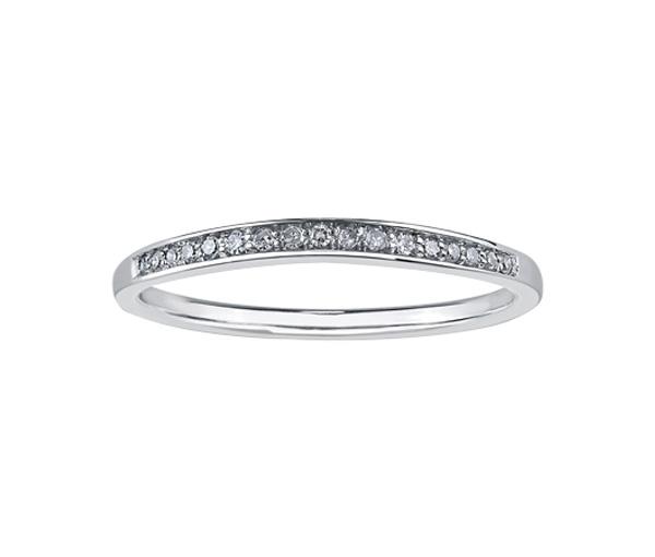 Délicat jonc contour pour dame en or 10k blanc serti de diamants