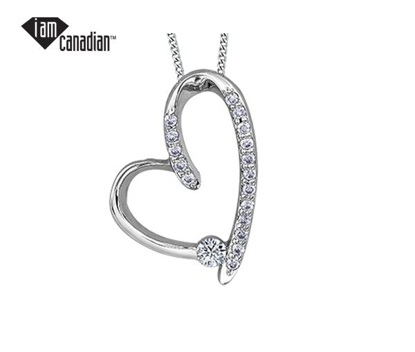 Pendentif coeur en or 10k blanc sertie d'un diamant canadien et de 17 diamants