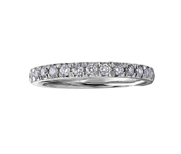 Joli jonc semi-éternité pour dame en or 10k blanc serti de diamants