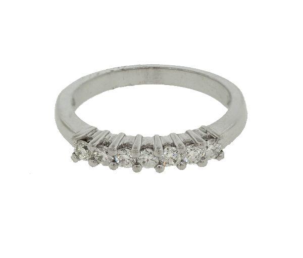 Joli jonc pour dame en or 10k blanc serti de diamants