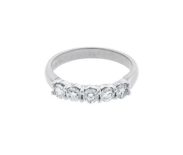 Joli jonc semi-éternité pour dame en or 14k blanc serti de diamants